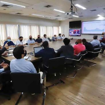 Vereadores e prefeito debatem ações de combate à pandemia