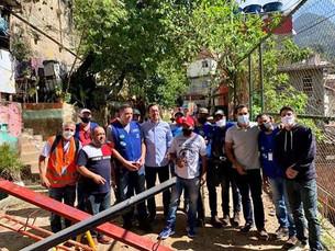 Vereador Thiago K. Ribeiro e o Deputado Estadual Gustavo Schmidt visitam obras da Cedae na Rocinha