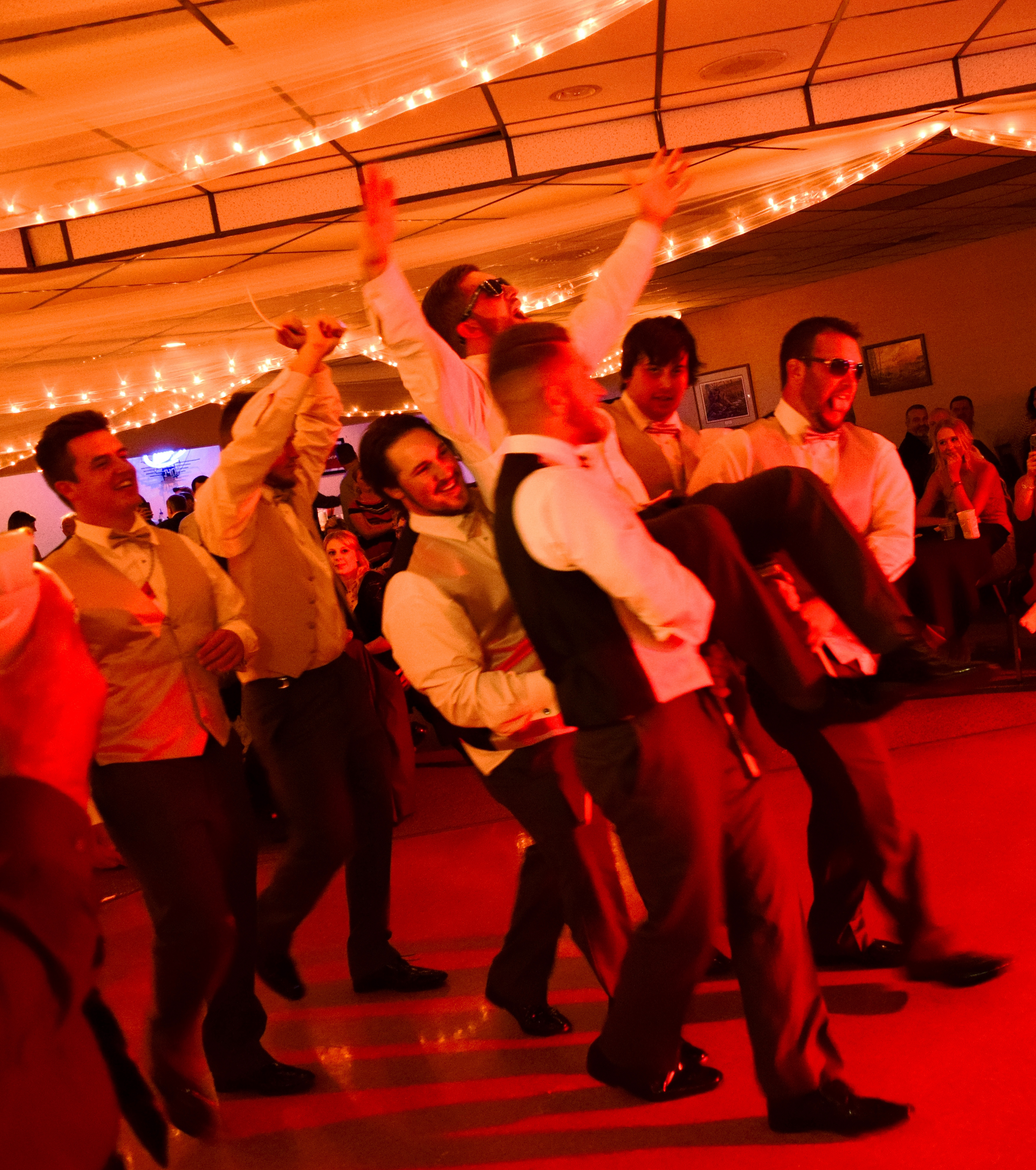 Mantel Wedding 2017 Grooms Dance