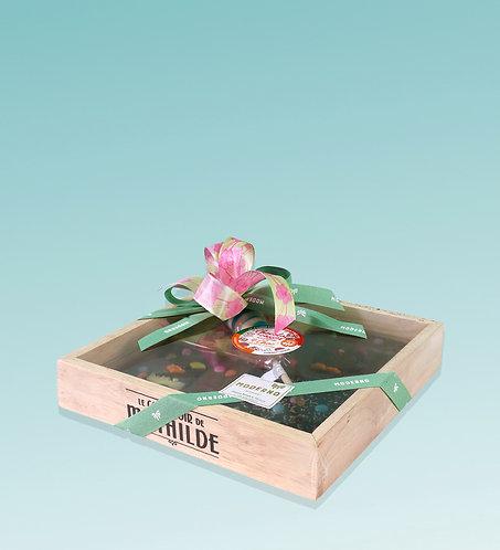 Confezione regalo in legno con tavolette di cioccolato decorate
