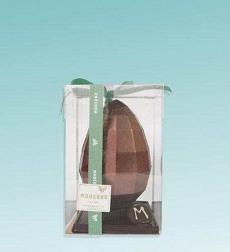 Uovo a forma di diamante al cioccolato fondente