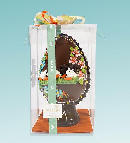 Uovo decorato al cioccolato fondente