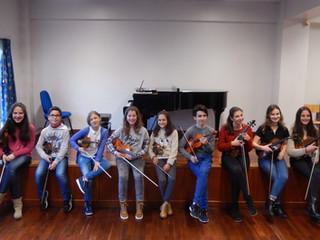27 violinos, arcos e músicos ÷ por 2 audições  =
