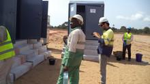 Installation des toilettes mobiles pour Colas (Projet GAC)