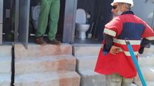 Installation des toilettes mobiles pour Jean De Nul