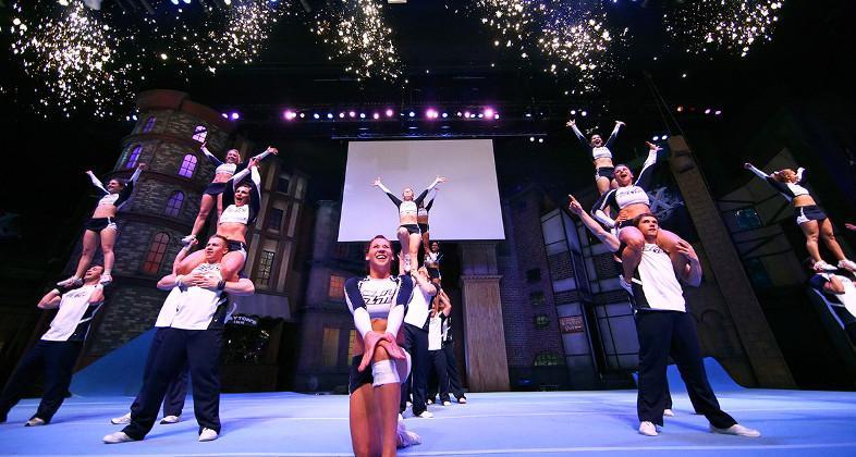 ELITE Cheerleading Championship - Movie Park Germany versetzt Besucher mit Europas größtem Cheerlead