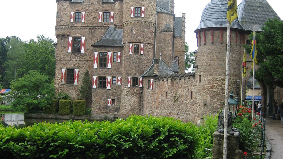 """""""Mittelaltermarkt und Ritterspiele"""" auf Burg Satzvey"""