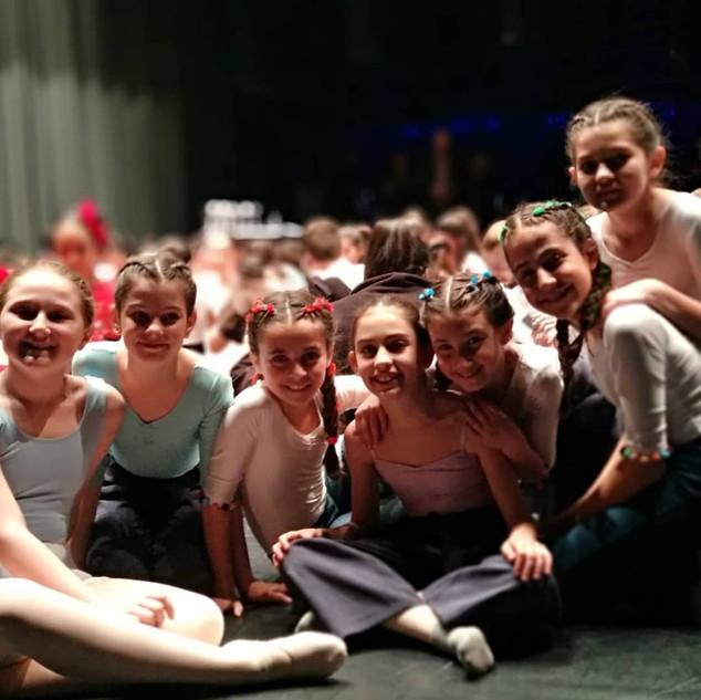 Alumnas de danza moderna y clásico en la entrega de premios