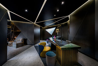 With 0813 Studio commercial interior designs, we will design your shop like no other, take this photo as an example, we adopted the dark mode for the space with dedicated spotlights and ceiling feature lighting, ensure the space with memorable wow factor.
