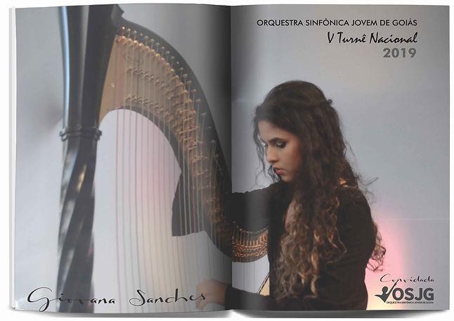 Giovana sanches tocando harpa.jpg