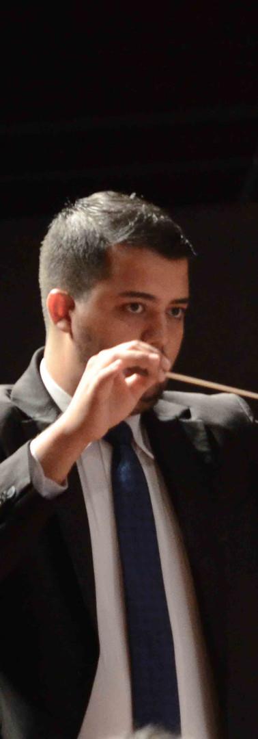 Maestro Eliel Ferreira Regendo.jpg