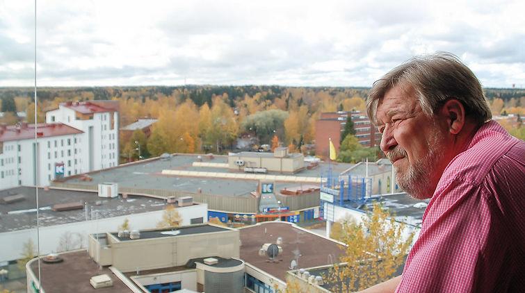 Aurinkomäen Kokoomuksen puheenjohtaja Juhani Koivusaari