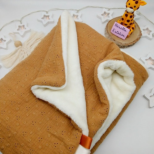 Couverture Broderie Anglaise (Réf: CE72)
