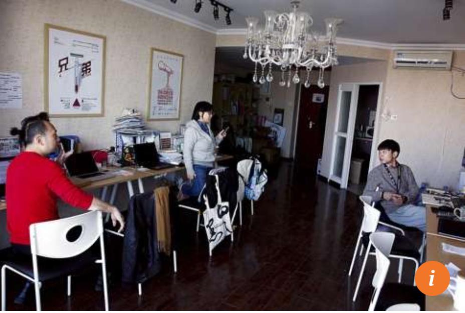 Liu talks to members of Beijing Gender Health Education Institute. Photo: Uno Yi
