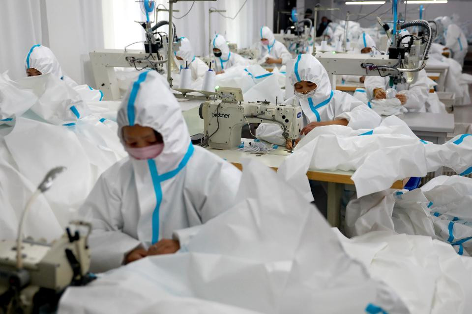 HUAIBEI, CHINA - FEBRUARY 21 2020: Workers make medical isolation gowns in a sterilized workshop of a garment factory in Huaibei in central China's Anhui province Friday, Feb. 21, 2020.- PHOTOGRAPH BY Feature China / Barcroft Studios / Future Publishing (Photo credit should read Feature China/Barcroft Media via Getty Images) BARCROFT MEDIA VIA GETTY IMAGES