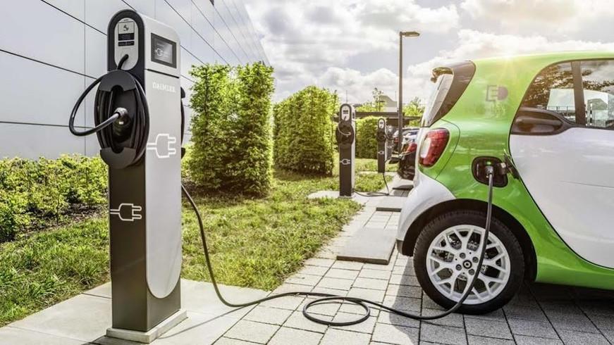 auto-elettriche-colonnine.jpg