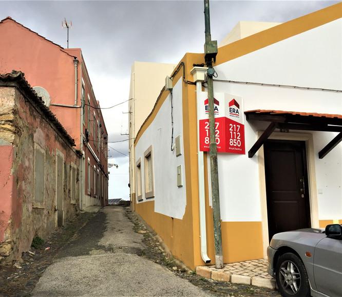 PORTUGAL - LISBON - O SOLAR DOS LEITOES