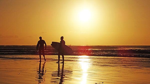 California-SanDiego-LaJollaShores-Surfer