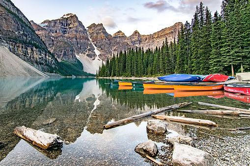 Canada-MoraineLake-Canoes-BanffNationalP