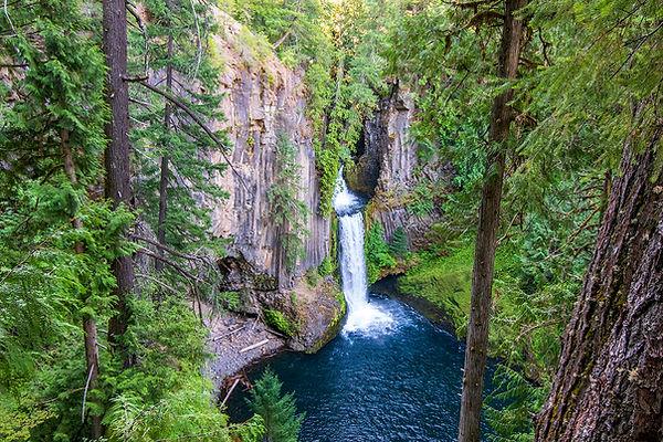 2018-Oregon-best-waterfalls-ToketeeFalls