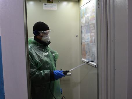 АО «Орджоникидзевская УЖК» продолжает ежедневно проводить обработку всего жилого фонда «Новохлором»