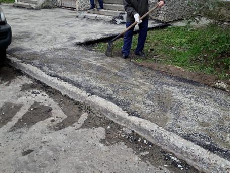 Работы по асфальтированию выходов из подъездов и тротуаров