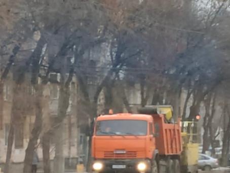 Службы благоустройства продолжают уборку Орджоникидзевского района