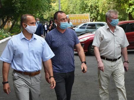 «Формирование городской среды»: Роман Кравченко проверил качество работ на улице Победы