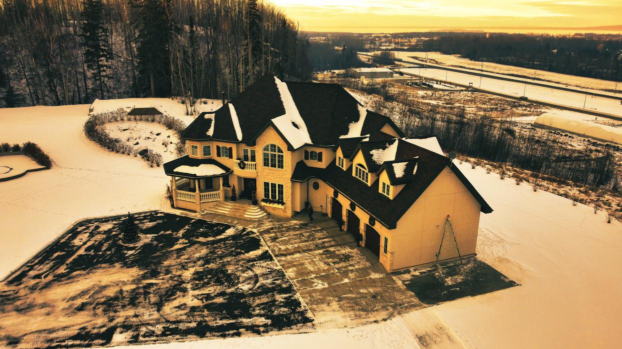 2020-11-30 2000 Valhalla Drive S.E 011.j