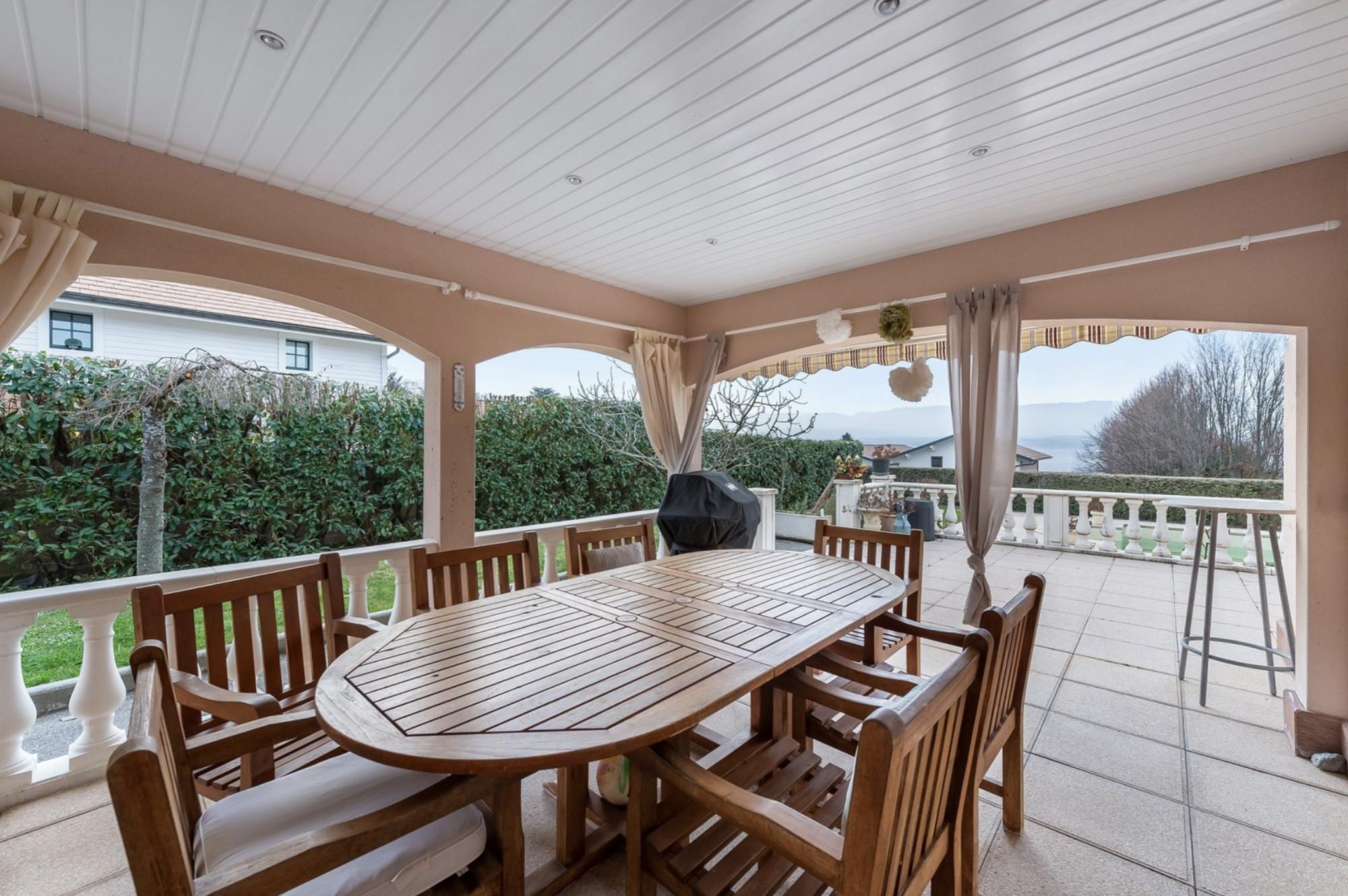 недвижимость дом с видом на женевское озеро франция