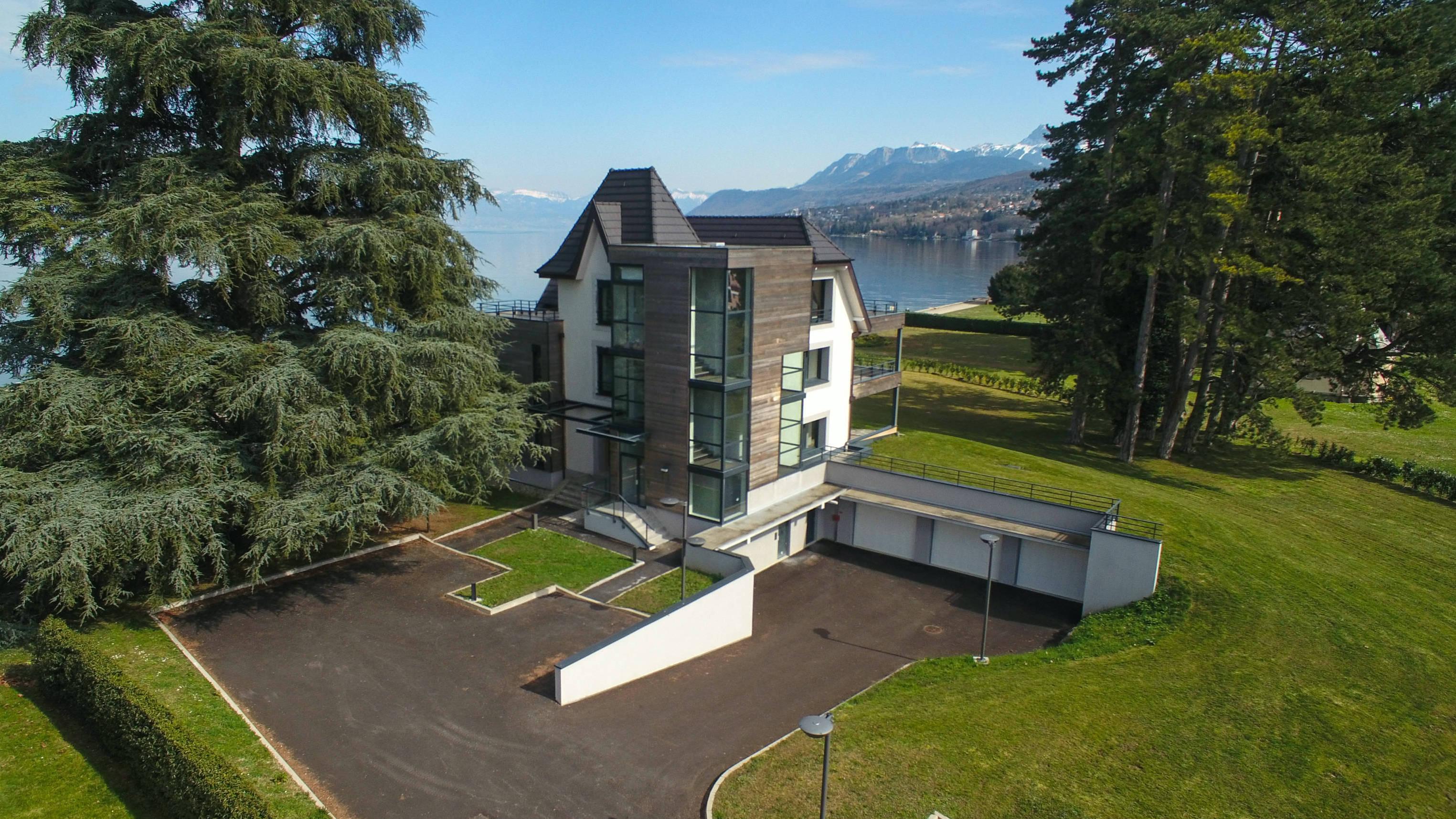 Villa de luxe bord du lac Léman Evian Immobilier