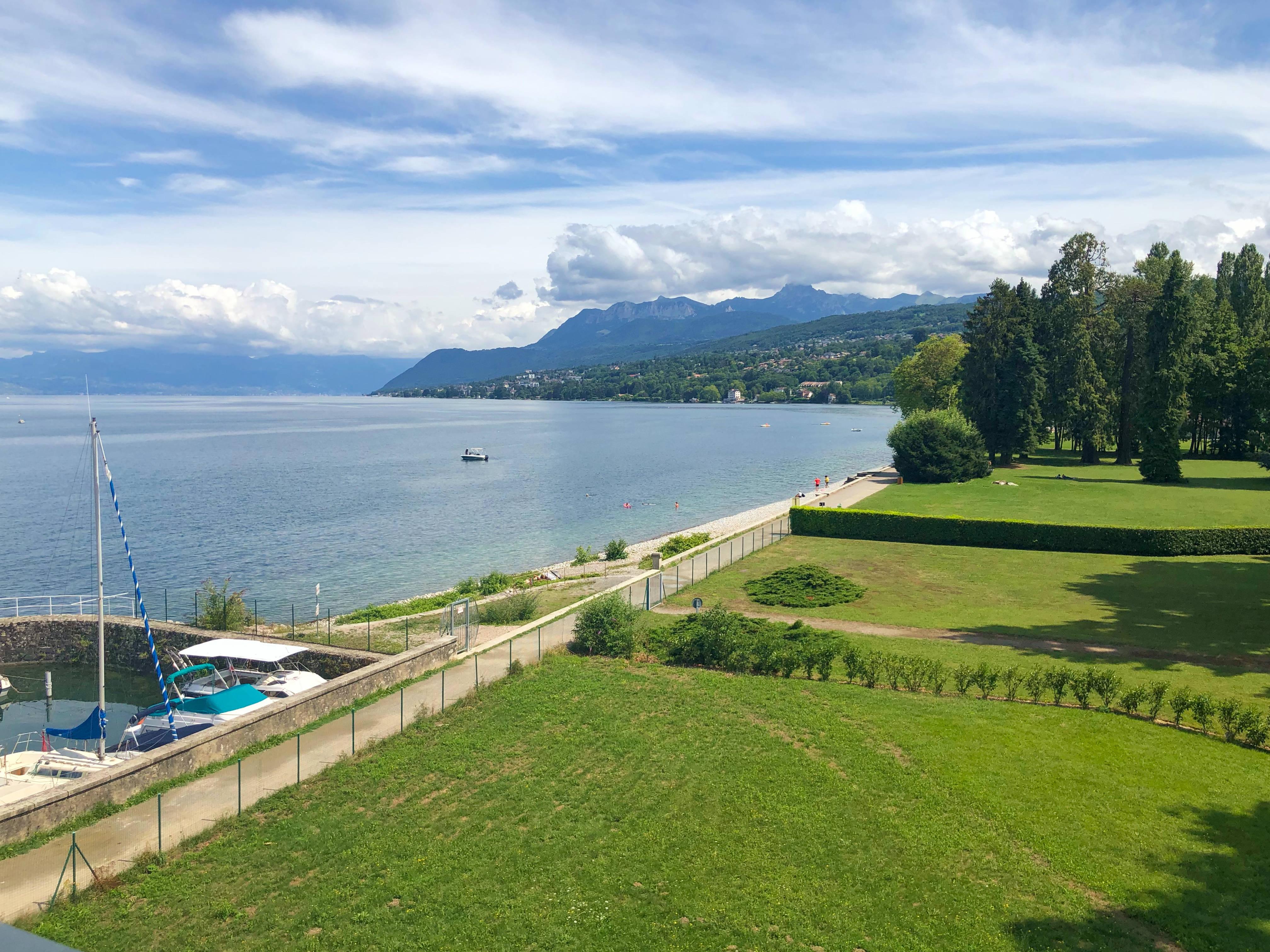Недвижимость особняк Женевское Озеро