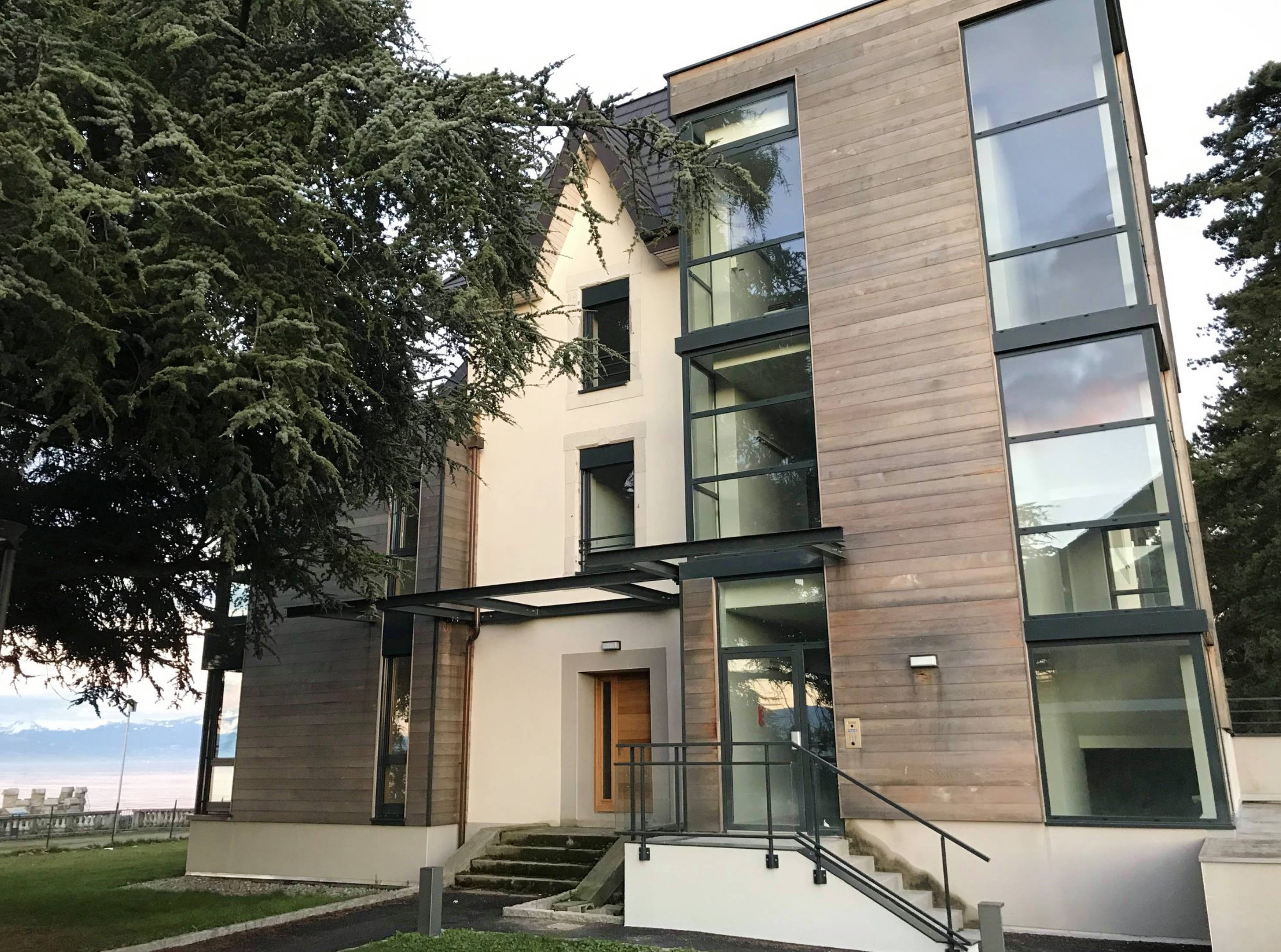 Villa avec trois appartements bord du lac Evian