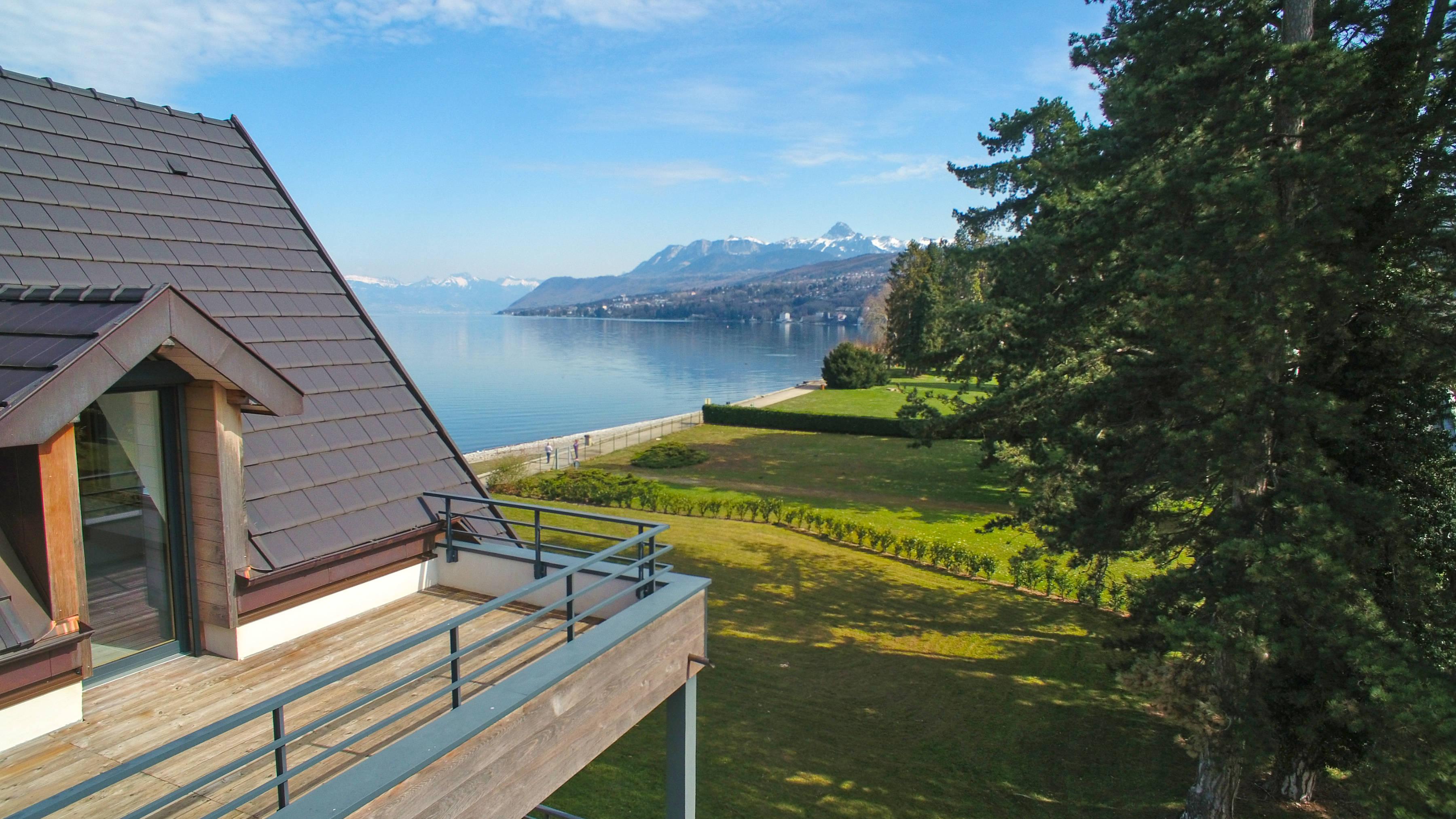 Недвижимость первая линия Эвиан Женевское Озеро