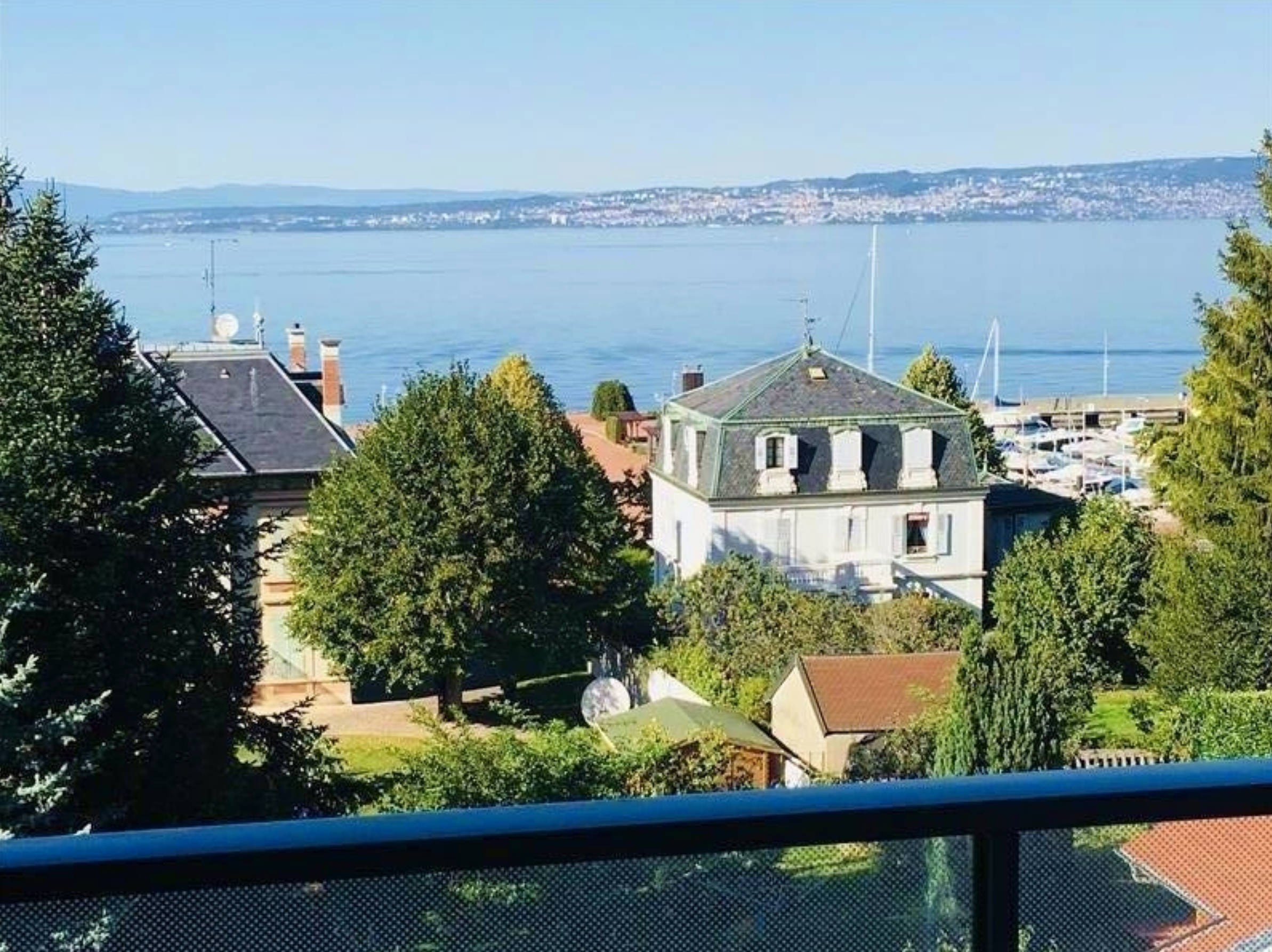 Lake View Apartment in Evian