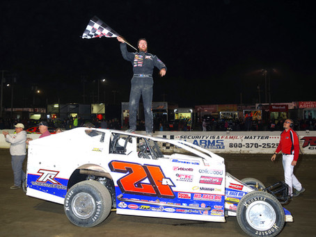 Peter Britten Earns 1st Career Lebanon Valley Big Block Modified Victory