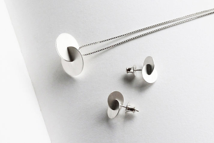 Silver Slit-joint Disc Necklace and Earrings