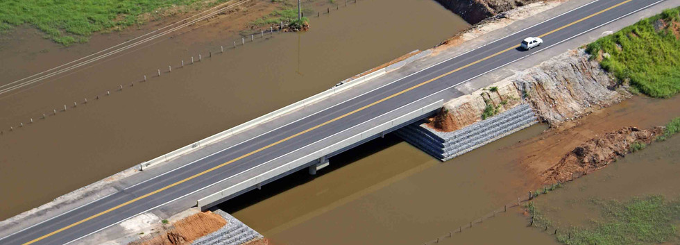 Ponte sobre a BR 101 - Silva Jardim - RJ