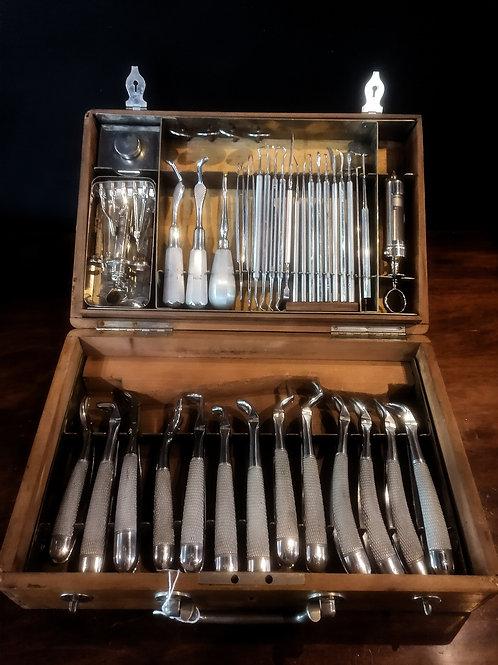 Coffret de chirurgien dentiste, 1930-1940