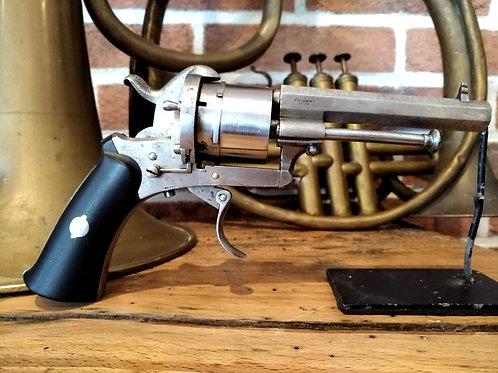 Revolver à broche 1880.