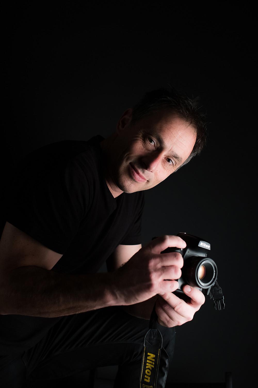 Portraitiste , photographe de mariage , reporter