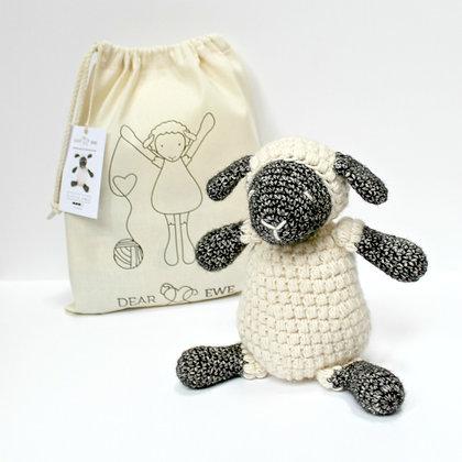 Dear-Ewe-Crochet-Amigurumi-Little-Sheep-DIY-Kit