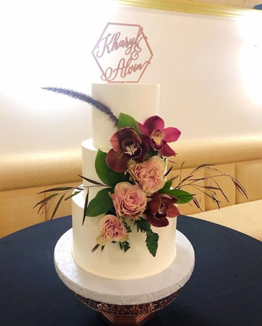 Smooth buttercream texture with fresh flowers