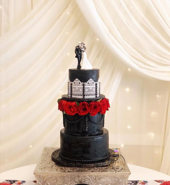 Fondant cake with lace
