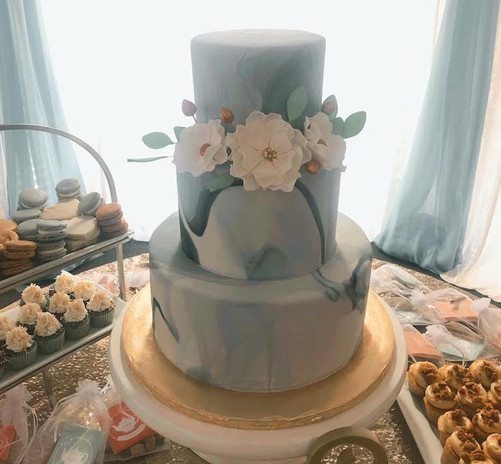 Fondant marble design with gumpaste flowers