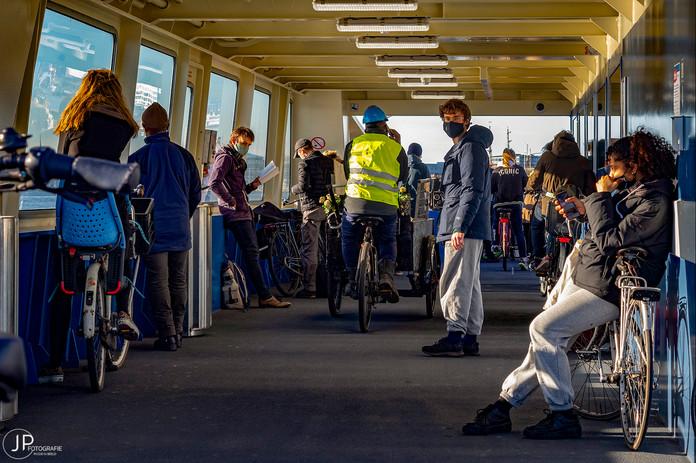 IJ ferry naar NDSM