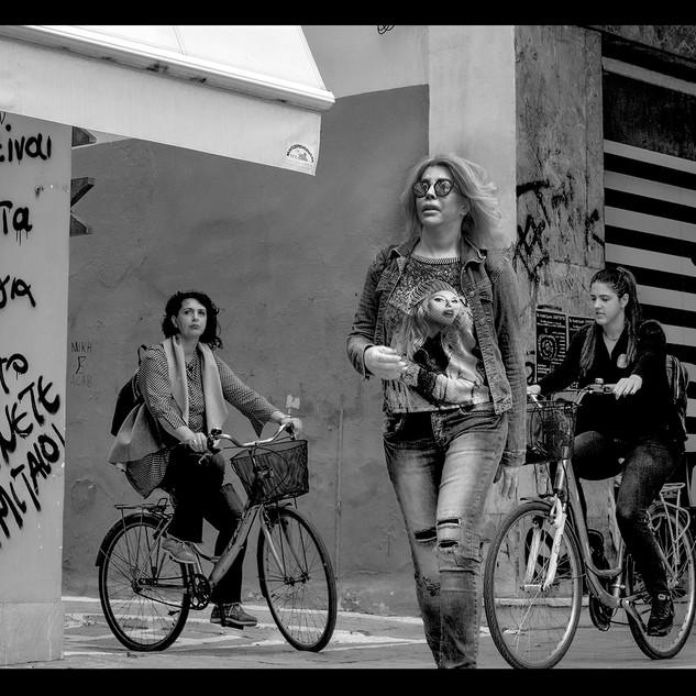 3 vrouwen in Volos.jpg