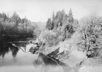 Lafayette_Oregon_steamboat_landing_1938.