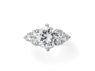 3000万円と7000万円の婚約指輪