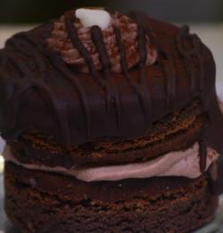 Chocolate Stuffed French Macaroon